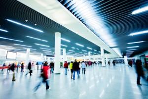 expatriés, parent vivant à l'étranger, modalités du droit de visite, trajet, aéroport, vacances scolaires, accompagnement, avion seul